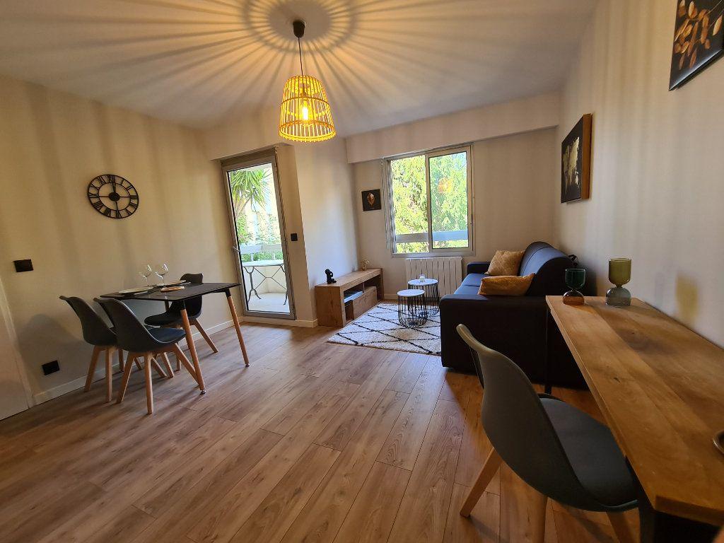 Appartement à louer 1 23.56m2 à Nice vignette-5