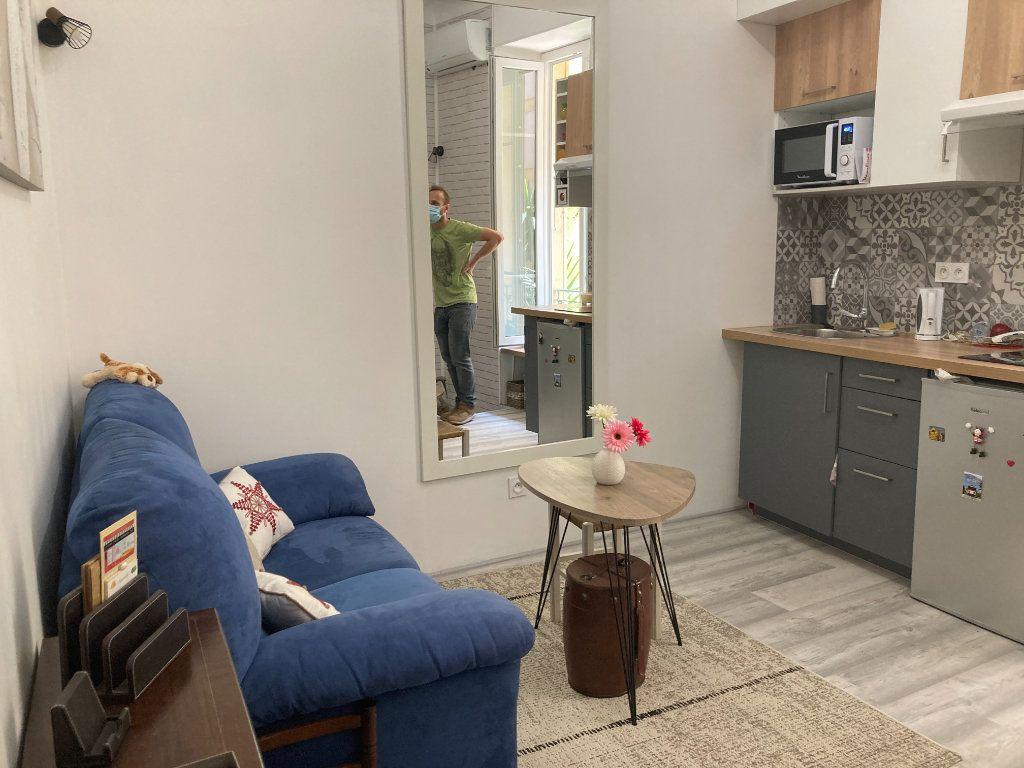 Appartement à louer 2 21m2 à Nice vignette-2