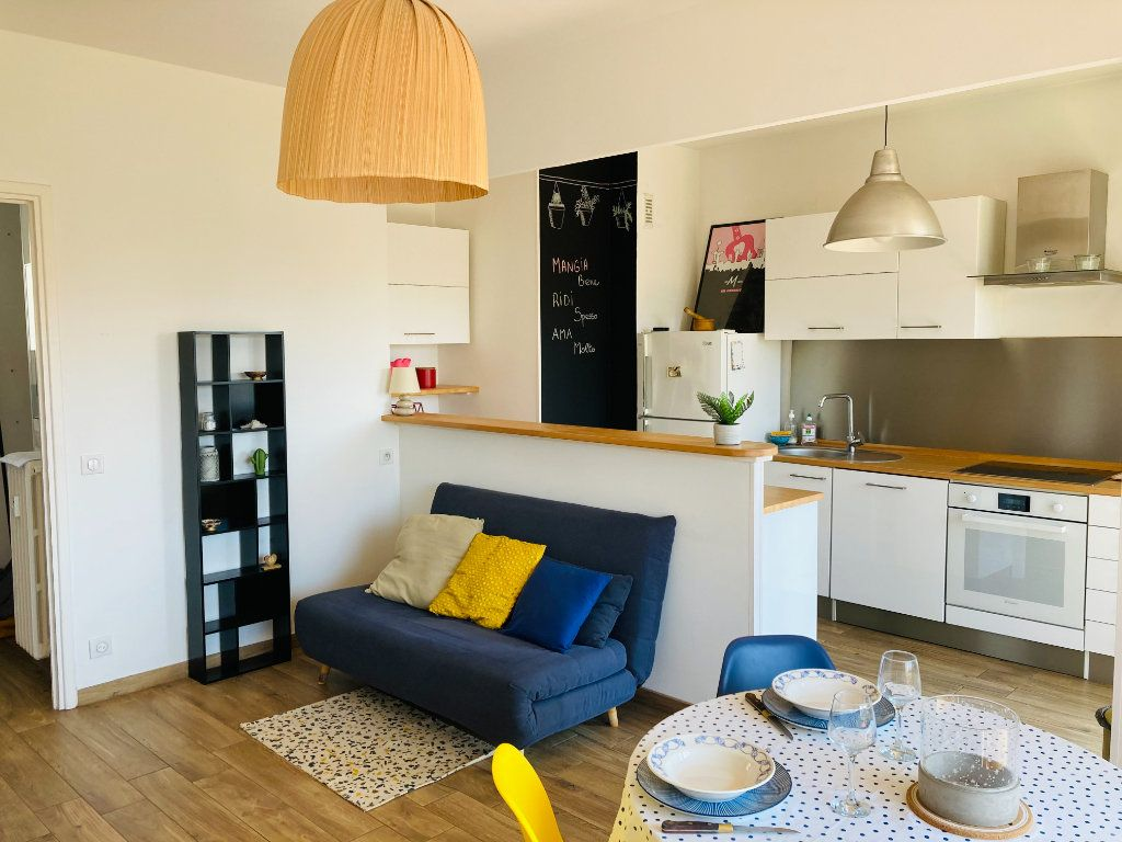 Appartement à louer 2 45m2 à Nice vignette-2