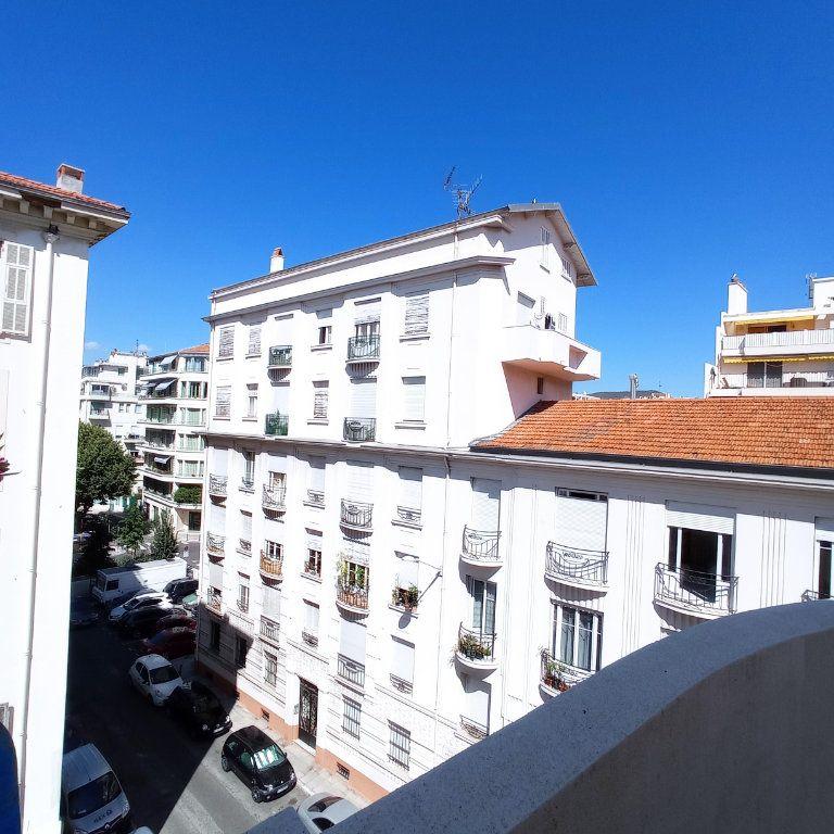 Appartement à louer 2 55.4m2 à Nice vignette-3