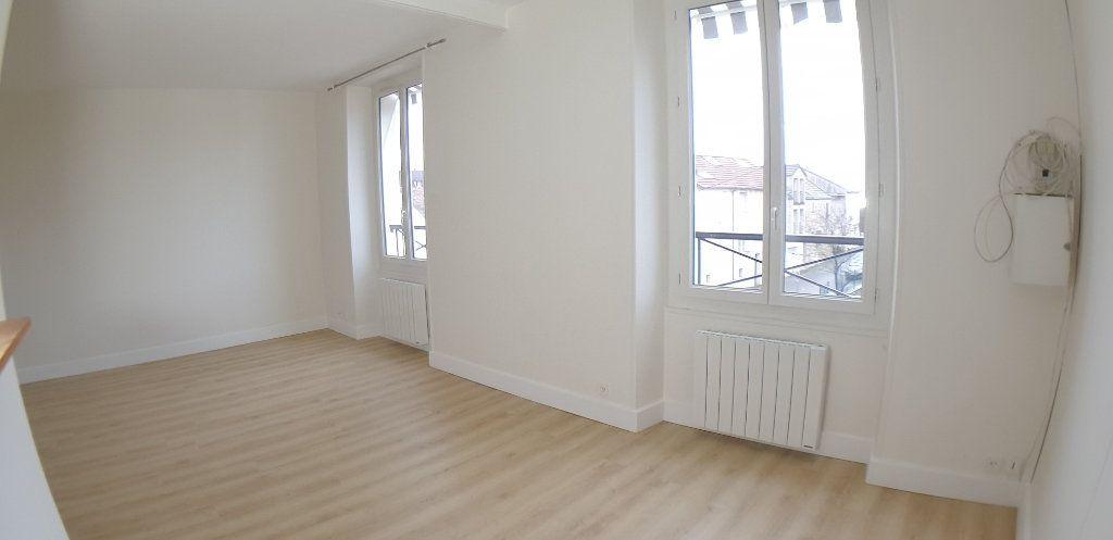 Appartement à louer 3 70.25m2 à Chanteloup-les-Vignes vignette-1