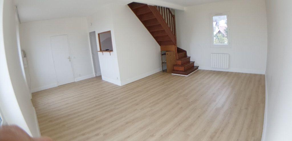 Appartement à louer 3 70.25m2 à Chanteloup-les-Vignes vignette-2