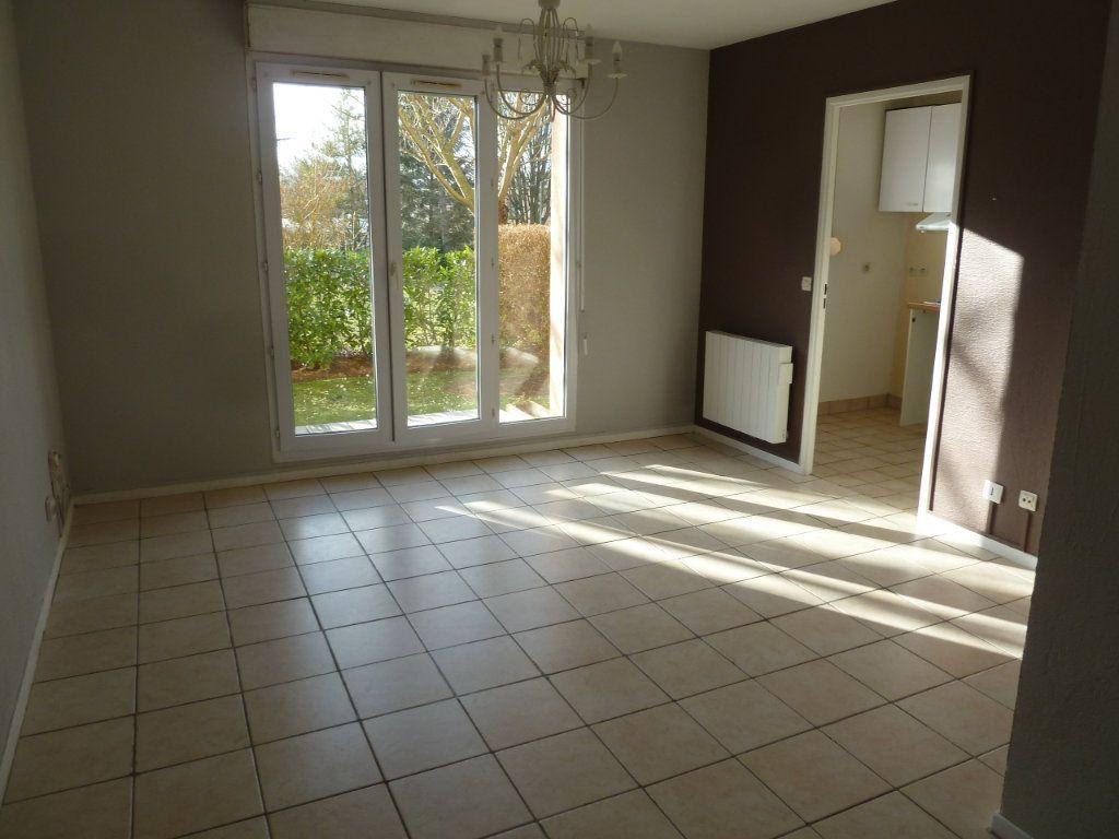 Appartement à louer 1 30m2 à Verneuil-sur-Seine vignette-3