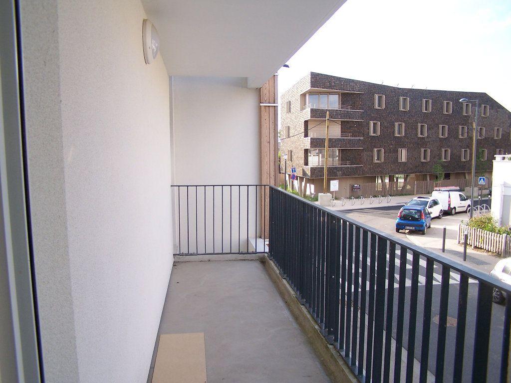 Appartement à louer 2 43m2 à Menucourt vignette-1