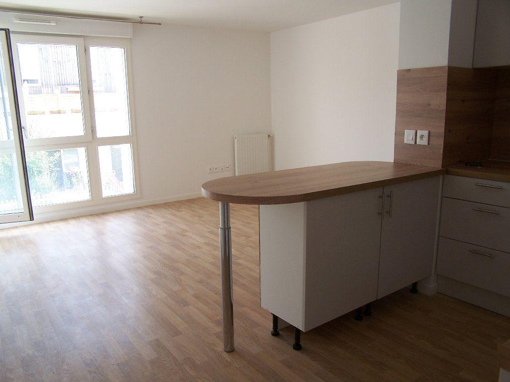 Appartement à louer 2 43m2 à Menucourt vignette-2