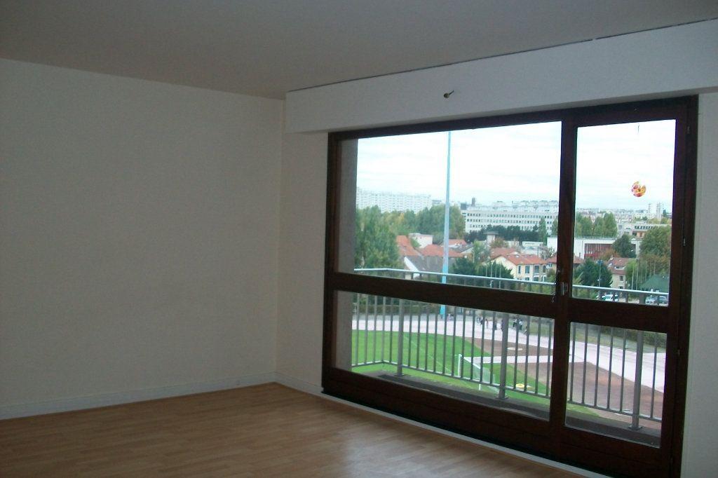 Appartement à louer 2 57.59m2 à Cachan vignette-2
