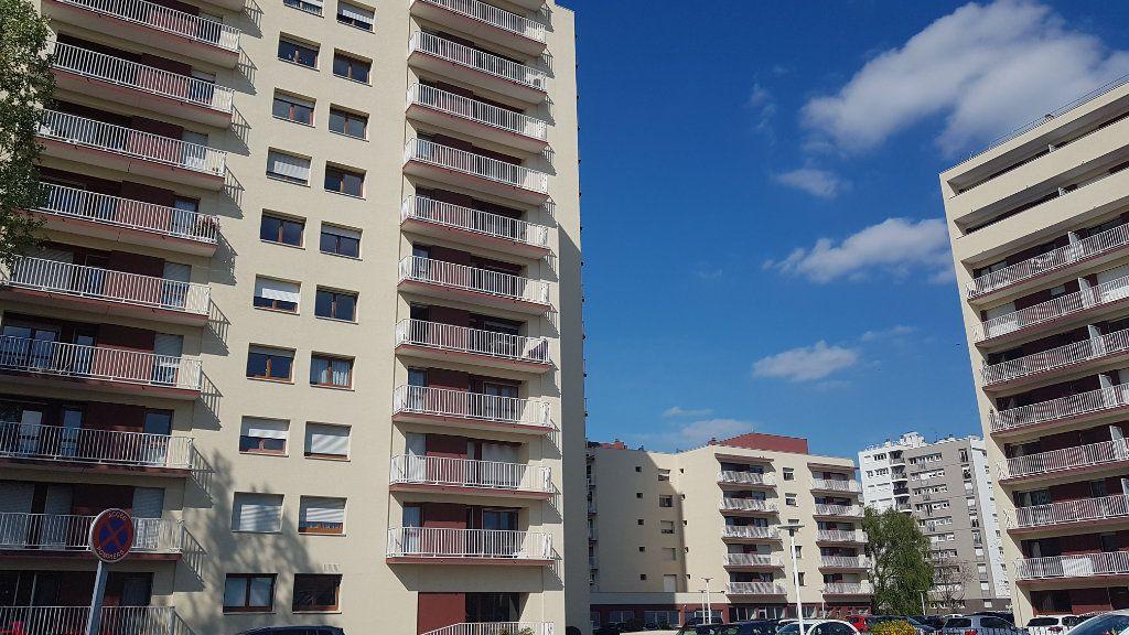 Appartement à louer 2 57.59m2 à Cachan vignette-10