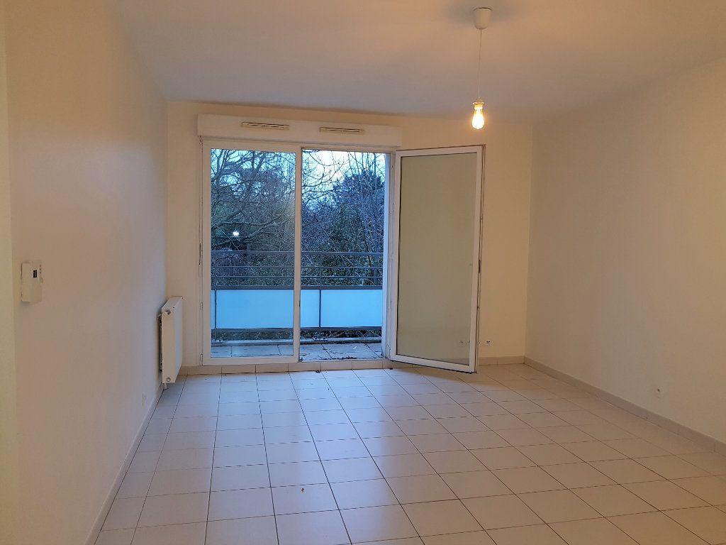 Appartement à louer 3 55.25m2 à Vitry-sur-Seine vignette-2
