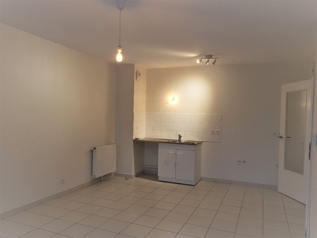 Appartement à louer 3 55.25m2 à Vitry-sur-Seine vignette-3