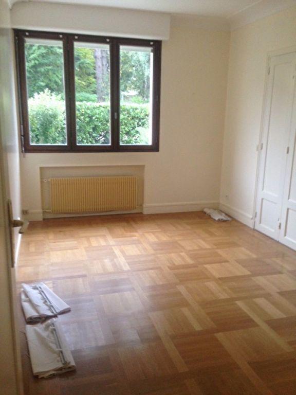 Appartement à louer 5 126.6m2 à Sceaux vignette-6