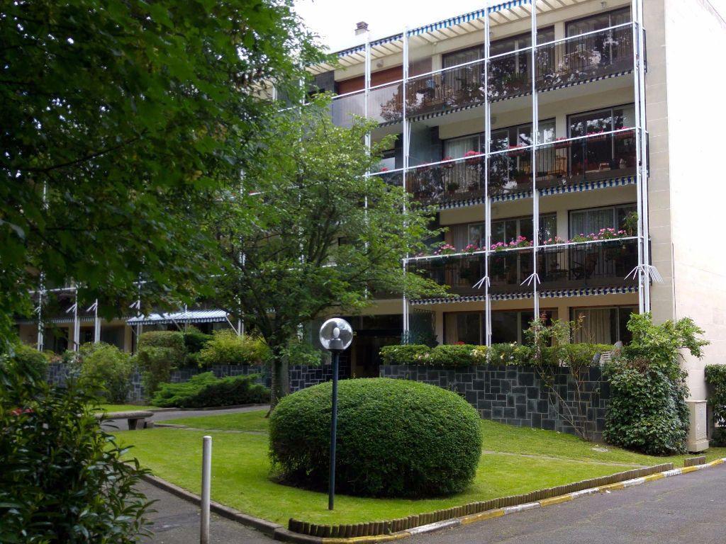 Appartement à louer 1 30.21m2 à Bourg-la-Reine vignette-1