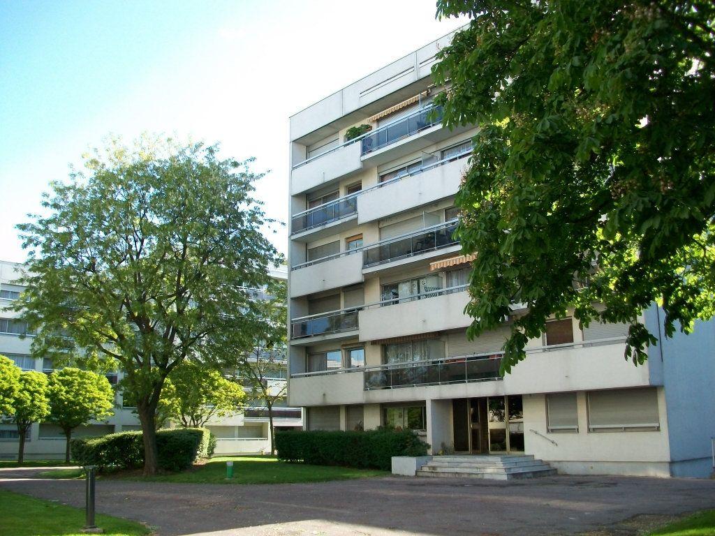 Appartement à louer 3 67.18m2 à Chevilly-Larue vignette-1