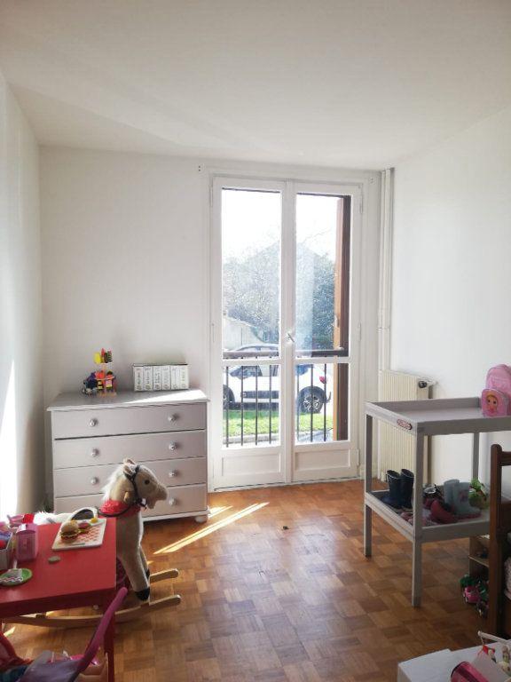 Appartement à louer 4 65.45m2 à L'Haÿ-les-Roses vignette-1