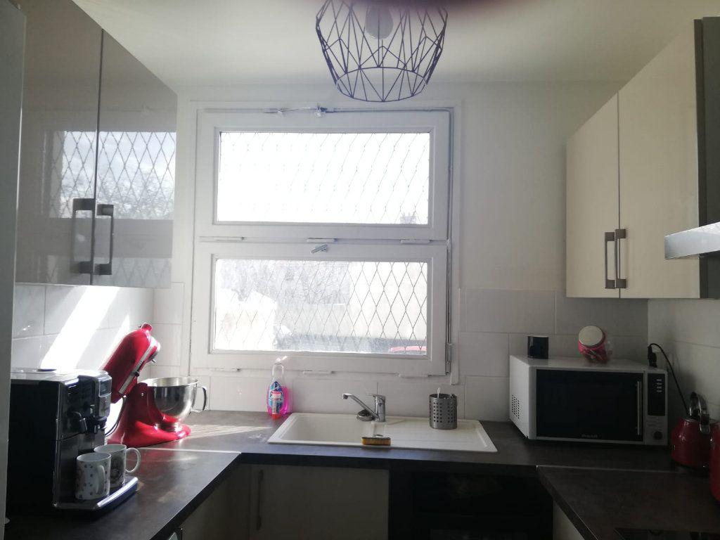 Appartement à louer 4 65.45m2 à L'Haÿ-les-Roses vignette-2