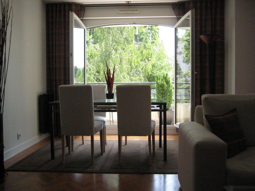 Appartement à louer 4 94.09m2 à Le Plessis-Robinson vignette-2
