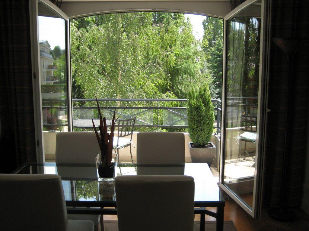 Appartement à louer 4 94.09m2 à Le Plessis-Robinson vignette-3