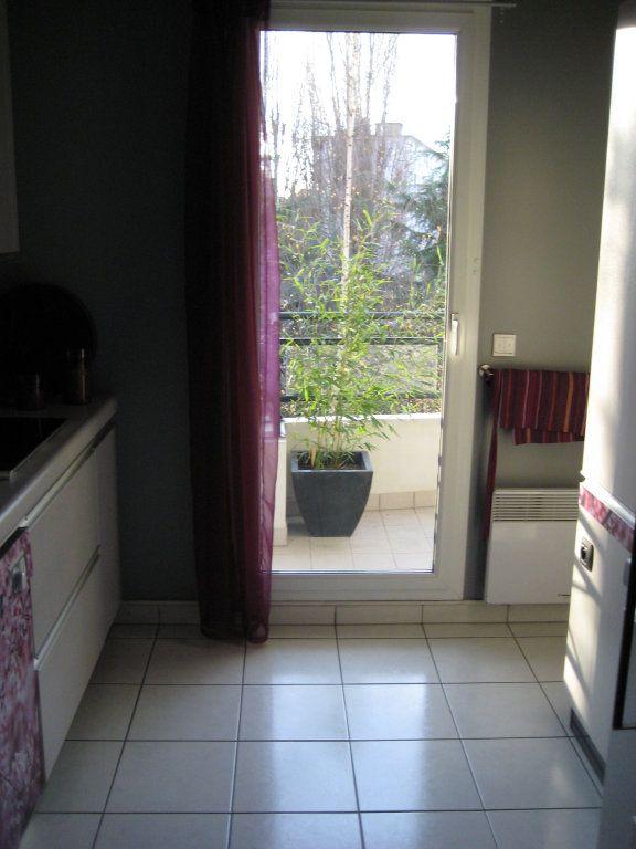 Appartement à louer 4 94.09m2 à Le Plessis-Robinson vignette-8