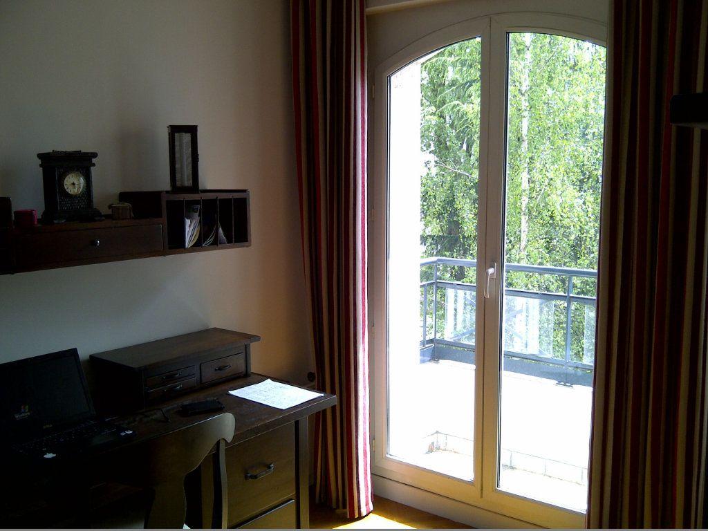 Appartement à louer 4 94.09m2 à Le Plessis-Robinson vignette-11