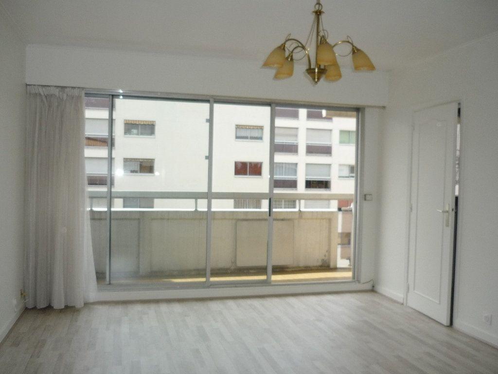 Appartement à louer 3 68.09m2 à Chevilly-Larue vignette-1