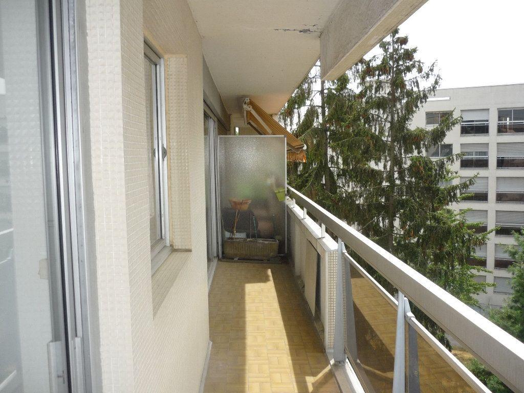 Appartement à louer 3 68.09m2 à Chevilly-Larue vignette-3