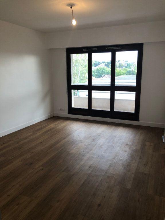 Appartement à louer 4 70.02m2 à Sceaux vignette-1