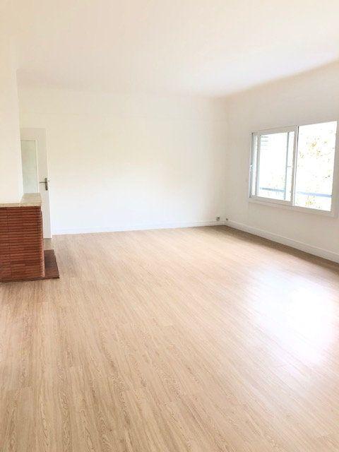 Appartement à louer 5 121.96m2 à Clamart vignette-1