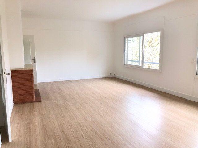 Appartement à louer 5 121.96m2 à Clamart vignette-2