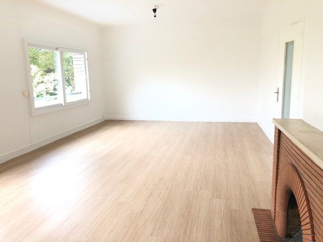Appartement à louer 5 121.96m2 à Clamart vignette-3