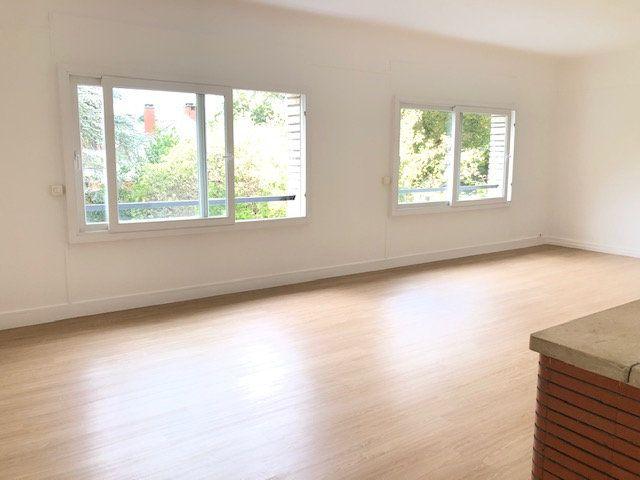 Appartement à louer 5 121.96m2 à Clamart vignette-4