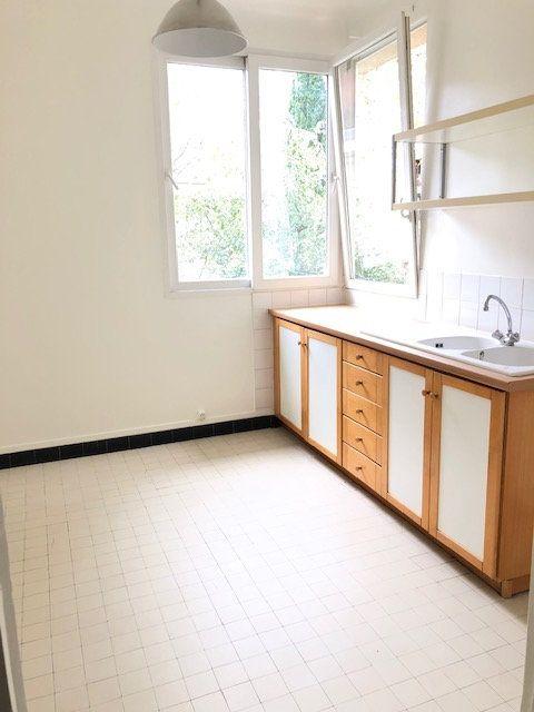 Appartement à louer 5 121.96m2 à Clamart vignette-5