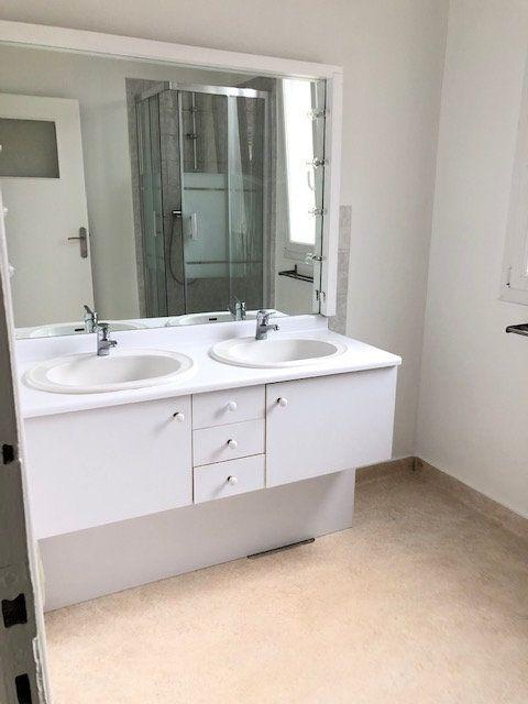 Appartement à louer 5 121.96m2 à Clamart vignette-6