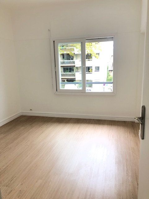 Appartement à louer 5 121.96m2 à Clamart vignette-8