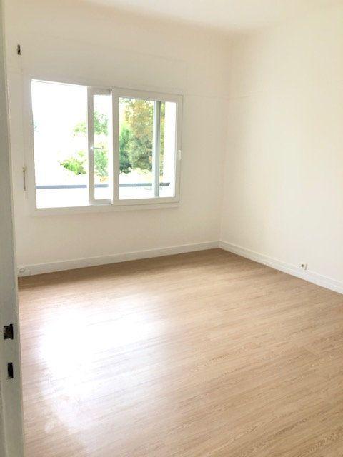 Appartement à louer 5 121.96m2 à Clamart vignette-10