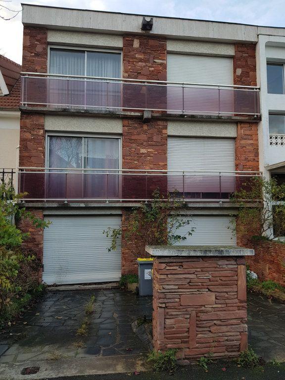 Immeuble à vendre 0 250m2 à Chevilly-Larue vignette-1
