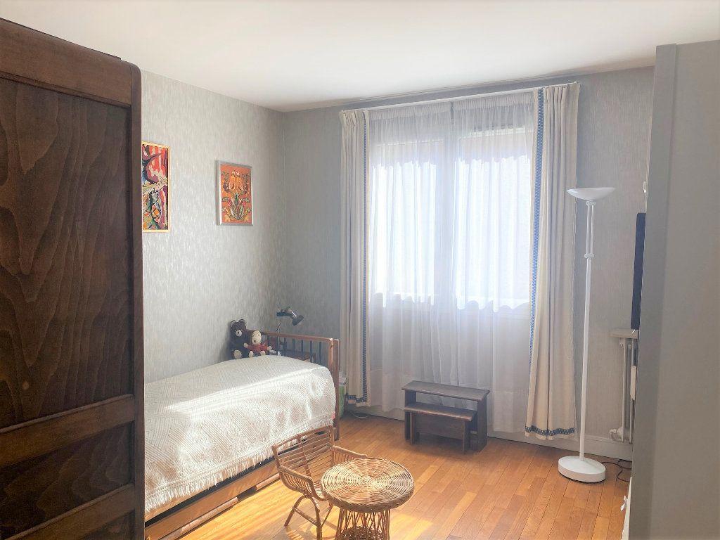 Appartement à vendre 4 72.34m2 à Cachan vignette-5