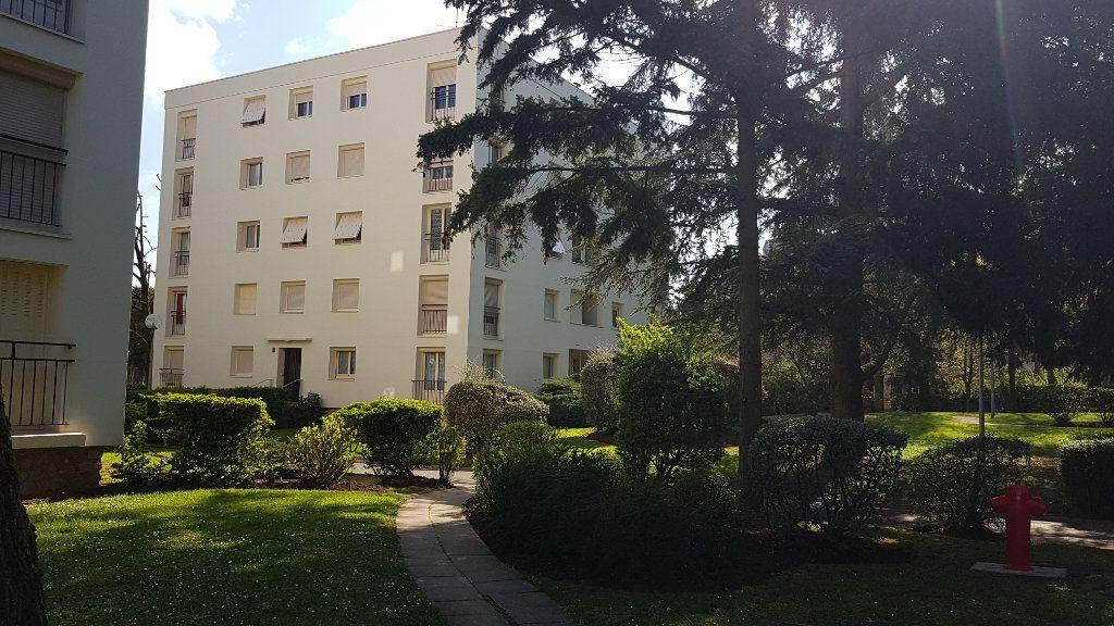 Appartement à louer 4 68.13m2 à Chilly-Mazarin vignette-1