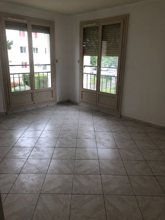 Appartement à louer 4 68.13m2 à Chilly-Mazarin vignette-6