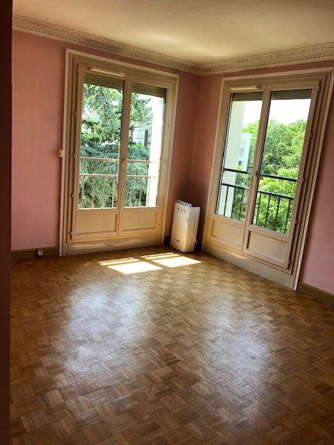 Appartement à louer 4 68.63m2 à Chilly-Mazarin vignette-2