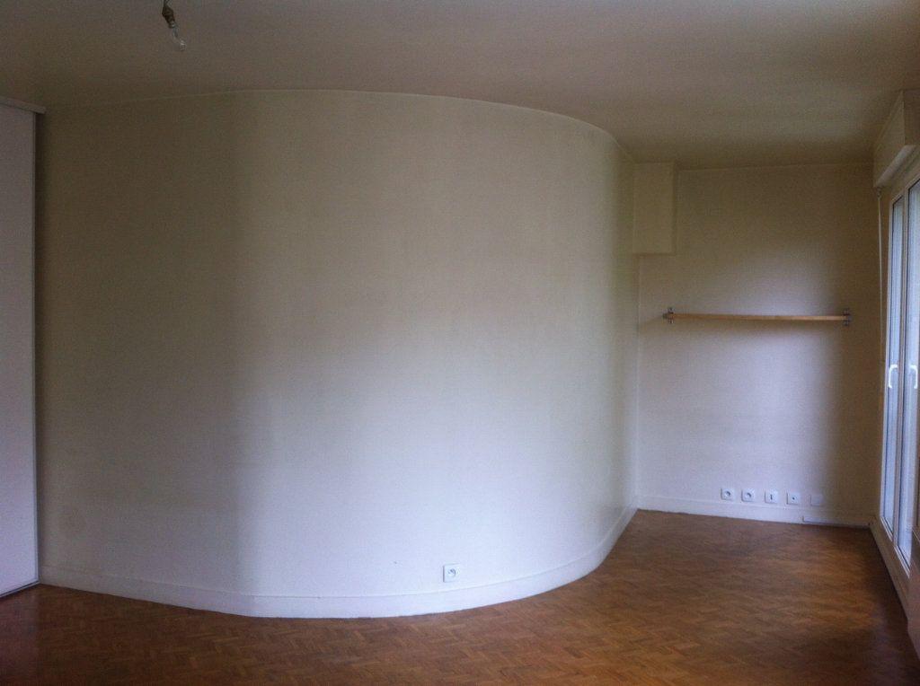 Appartement à louer 1 31.82m2 à Le Plessis-Robinson vignette-4