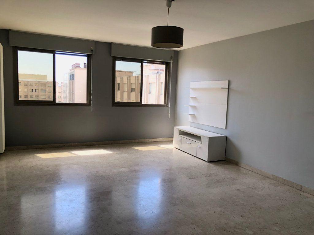 Appartement à louer 2 67.46m2 à Nice vignette-1