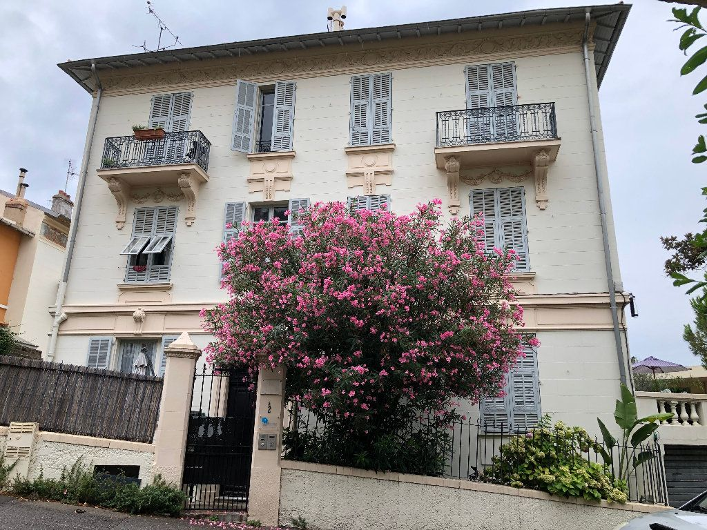 Appartement à louer 2 24.75m2 à Nice vignette-6