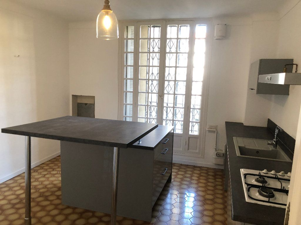 Appartement à louer 6 178m2 à Nice vignette-4