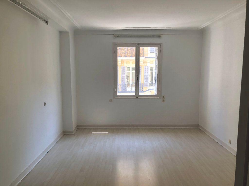 Appartement à louer 6 178m2 à Nice vignette-5