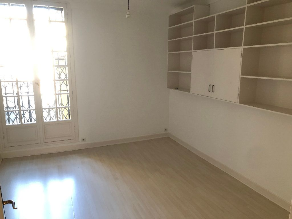 Appartement à louer 6 178m2 à Nice vignette-6