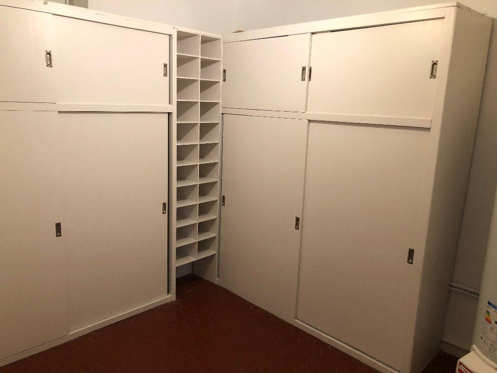 Appartement à louer 6 178m2 à Nice vignette-9