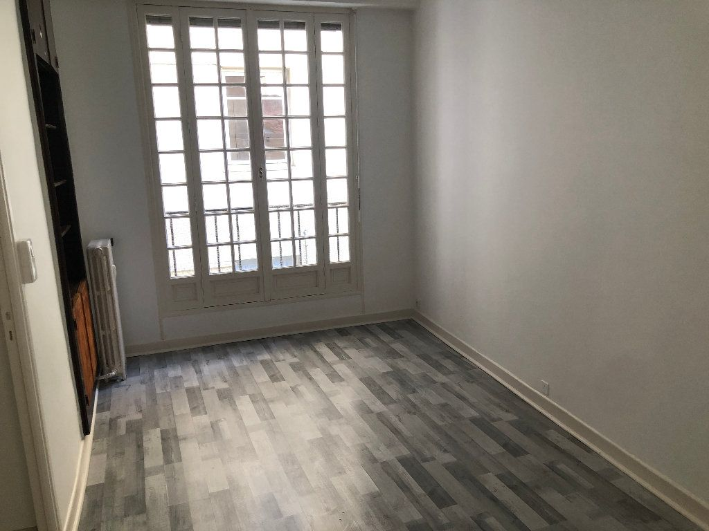Appartement à louer 6 178m2 à Nice vignette-10