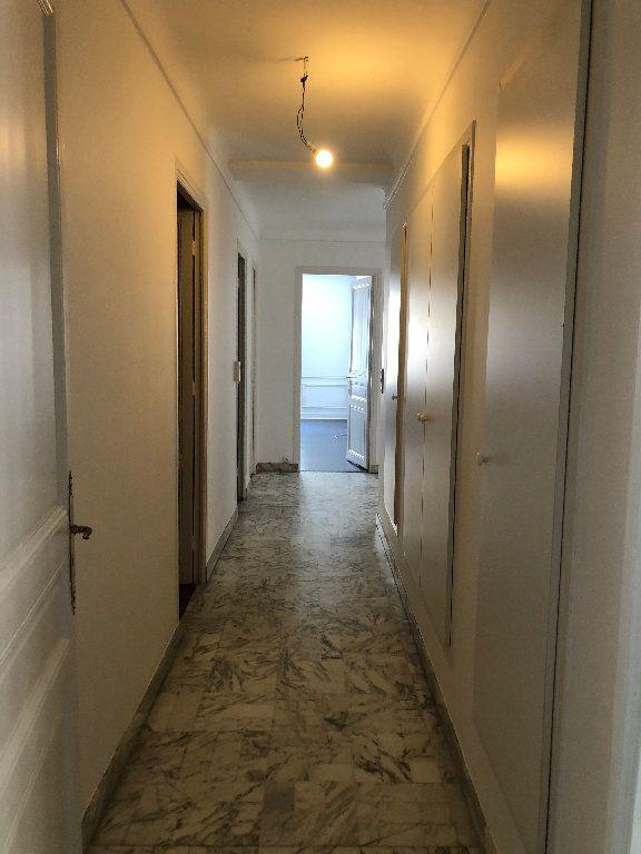 Appartement à louer 6 178m2 à Nice vignette-12