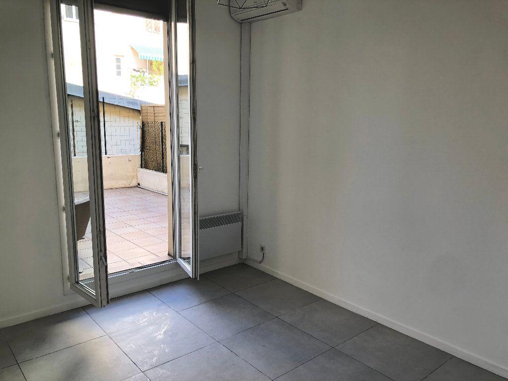 Appartement à louer 1 24.85m2 à Nice vignette-1