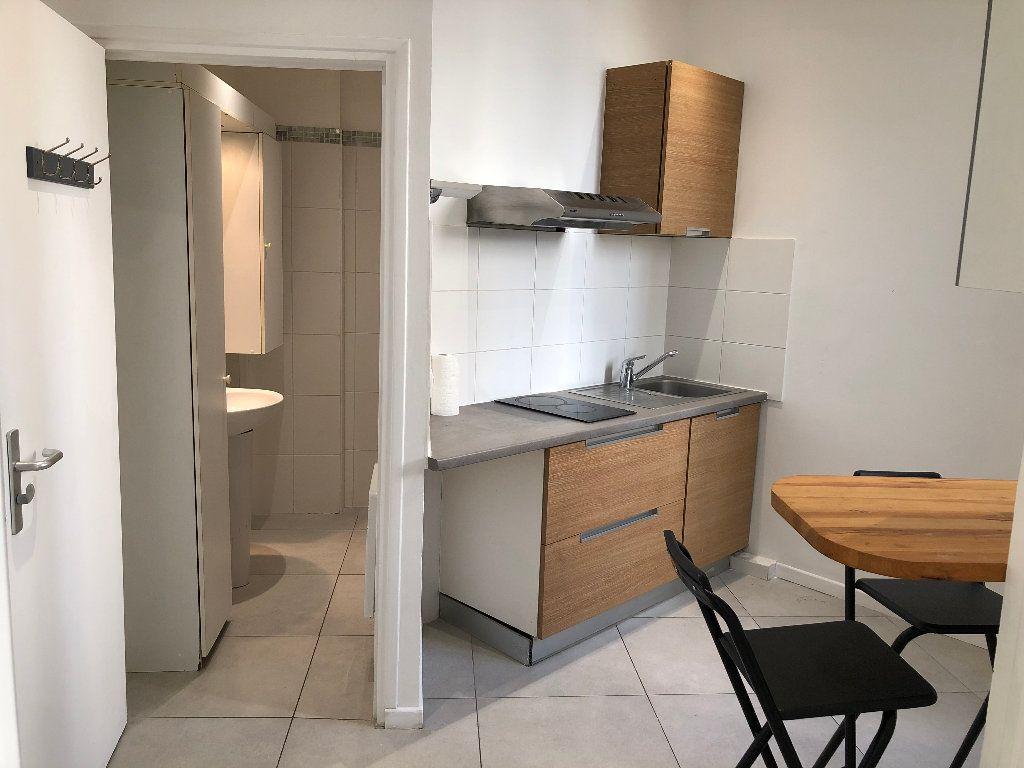 Appartement à louer 1 24.85m2 à Nice vignette-3