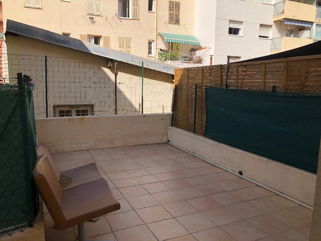 Appartement à louer 1 24.85m2 à Nice vignette-7